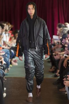 See the complete Y/Project Spring 2017 Menswear collection.