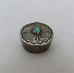 VINTAGE NAVAJO NATIVE INDIAN STERLING SILVER STAMPED TURQUOISE TRINKET PILL BOX