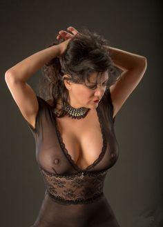 Hot MILF Marilynann bekommt eine Cum Tribute