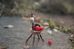 Adorable deer, hedgehogs & dragonflies to make using twigs, pinecones and other fun finds from your nature walks!! VIA kokokoKIDS: Nature Crafts for Kids
