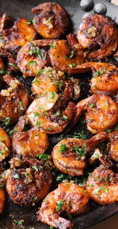 Hawaiian Shrimp is an easy garlic butter shrimp tossed in an succulent garlic sauce. Hawaiian Shrimp is an easy garlic butter shrimp tossed in an succulent garlic sauce. Shrimp Recipes Easy, Fish Recipes, Seafood Recipes, Cooking Recipes, Healthy Recipes, Garlic Shrimp Recipes, Prawn Recipes, Hawaiian Garlic Shrimp, Spicy Garlic Shrimp