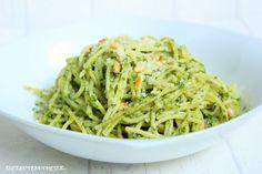 Rezepte mit Herz ♥: Pasta mit Spinat - Mascarpone - Creme und Pinienkernen