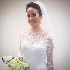 Bom dia!! Com nossa noiva linda e querida @sualvesmend  Make: @laianemakeup Cabelo: @bitilher #noivaslindas #subeautymaison #subeautynoivas #noivas2016 #maisonsubeauty by subeautymaison http://ift.tt/1Wpt9DG