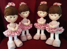 Ideal para enfeites de festas infantis e quartinhos de bebês. O Kit Festa Bailarina em Feltro contém 4 bonecas bailarinas feitas em feltro e tecido.  ** A boneca pode ser confeccionada de acordo com as cores desejadas pela cliente.