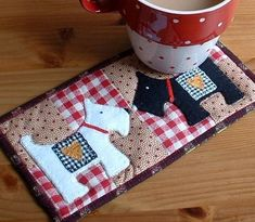 Mug Rug Featuring Dogs - Craftsy Member Pattern