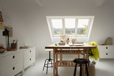 Nyhet: Velux lanserer trippelt takvindu - Byggmakker Office Desk, House Design, Hobby, Attic, Relax, Furniture, Fitness, Home Decor, Houses