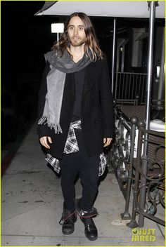 jared leto grabs dinner with terry richardson at mr chow 06 Jared Leto arrives at Mr. Chow restaurant with his pal, photographer Terry Richardson, to grab some dinner on Thursday (February 27) in Beverly Hills, Calif.   …