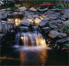 Wasserfall von hinten beleuchtet