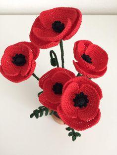 Crochet Poppy Pattern, Crochet Flower Tutorial, Crochet Flower Patterns, Crochet Diagram, Flower Applique, Crochet Patterns Amigurumi, Crochet Designs, Crochet Motif, Crochet Wreath