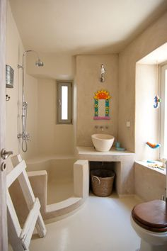 villa on Mykonos - Greece Small Downstairs Toilet, Small Bathroom, Bad Inspiration, Bathroom Inspiration, Beach House Bathroom, Beautiful Small Homes, Tadelakt, Weekend House, Minimalist Home