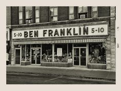 5 - 10 The DIme Store--I used to work at Ben Franklin 5 - 10 store! My Childhood Memories, Sweet Memories, Old Pictures, Old Photos, Retro, Cities, Photo Vintage, Vintage Photos, Baby Boomer