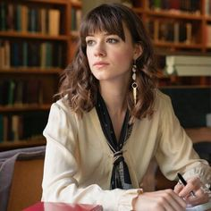 The Normal People television series is already a cultural phenomenon. Here, we dissect Marianne and Connell's wardrobes. Cut My Hair, Hair Cuts, Hair Inspo, Hair Inspiration, Half French Braids, Heavy Bangs, Normal People, Karen, Street Style