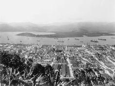 Vista aérea da cidade de Santos com o porto ao fundo - Santos (SP) - 1920 - IHS / Memorial do Imigrante / Museu da Imigração