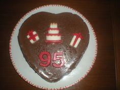 Tarta para los 95 años de nuestro abuelito, Una de tres chocolates, con la decoración hecha también en chocolate!!