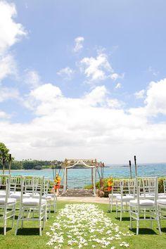 Oceanview wedding in Hawaii