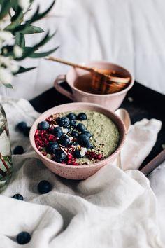 Matcha-tuorepuuro » Tuulia Matcha, Basic Overnight Oats Recipe, Buckwheat Bread, Vegan Patties, Healthy Lunches For Kids, Healthy Foods, Savory Breakfast, Breakfast Bowls, Breakfast Ideas