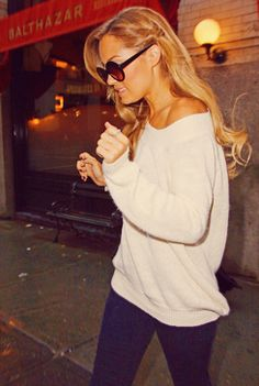 I'm not a fan of Lauren Conrad but she has great style! Love this simple, comfy look for fall/winter!