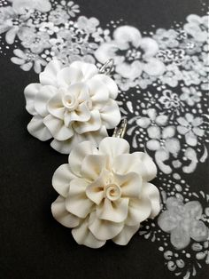 white polymer clay flowers-no info  cool look with the painted flat flowers as background would make a nice picture on canvas