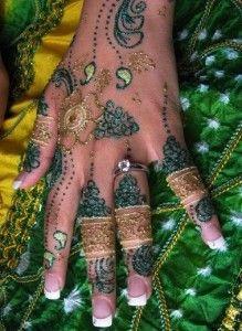 Mayoon-mehndi-Glitter-Henna-Mehndi-Design