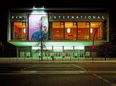 Das Kino International in Berlin wurde bis 1989 als DDR-Premierenkino genutzt. Seit Beginn der Nullerjahre steht es als Zeugnis der architektonischen Moderne unter Denkmalschutz.