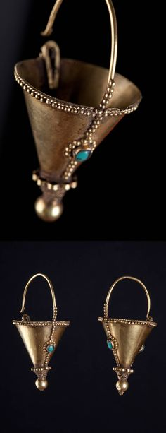 India -Gujarat | Cone shaped earrings with turquoise. ca. 1900. | 1'900€