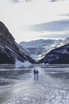 Must-skate situations: Scenic rinks, icy trails and frozen lakes across the country Winter Magic, Winter Fun, Snow Lake, Winter Road, Park Lodge, Winter Photos, Cross Country Skiing, Canada Travel, Viajes
