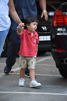 Most famous boy in India - Taimur Ali Khan Baby Boy Dress, Baby Boy Outfits, Taimur Ali Khan, Ulzzang Kids, Fashion Vocabulary, Pastel Shades, King Kong, Hottest Models, Pants Outfit