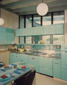 A selection of mid-century modern kitchens that make us dream.