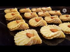 НОВИНКА!😍НЕВЕРОЯТНО ВКУСНОЕ ПЕЧЕНЬЕ ТАЮЩЕЕ ВО РТУ! СКОРЕЕ СОХРАНЯЙТЕ РЕЦЕПТ! ГОСТИ БУДУТ В ВОСТОРГЕ - YouTube Fun Baking Recipes, Cookie Recipes, Italian Almond Cookies, Bosnian Recipes, Christmas Bread, Bread Shaping, Small Desserts, Cookie Tutorials, Sweet Cookies