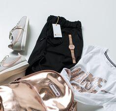 Inspiration für trendige Looks: Hose von Goldgarn, T-Shirt von Nike, Nike Cortez Sneaker