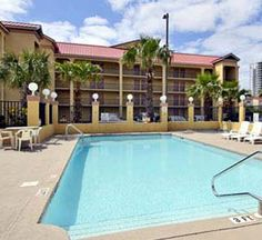 Ramada Limited Hotel in Destin,FL - features boardwalk to beach, value pricing and lots of amenities. Call 888-244-3562 for reservations or more info.