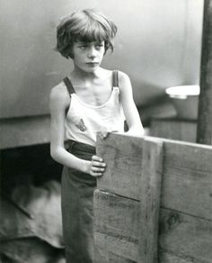 Germany. Circus Child, Berlin, 1931 // photograph by Marianne Breslauer.