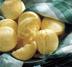 Pao de Queijo 10 Typical Brazilian Food Everyone Should Try Real Food Recipes, Cooking Recipes, Yummy Food, Kombucha, Brazilian Dishes, Savoury Baking, Donuts, Tasty Dishes, I Love Food