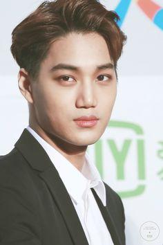 Seoul Music Awards 160114 : Red Carpet - Kai (2/2)