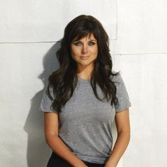 I want her hair!  Tiffani Thiessen http://pinterest.com/tathiessen/