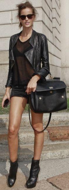 Izabel Goulart- leather jacket all-black street style Izabel Goulart, Look Fashion, Teen Fashion, Womens Fashion, Fashion Design, Fashion Trends, Travel Fashion, Looks Style, Style Me