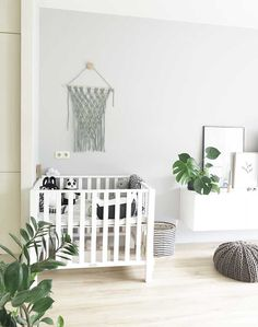 DIY: Maak je eigen macramé wandkleed - Stek Woon & Lifestyle Magazine Valentines Day For Him, How To Purl Knit, Baby Knitting, Most Beautiful Pictures, Cribs, Modern, Blanket, Bedroom, Interior