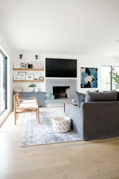 Rangeview Reno Wohnzimmer - Helles Wohnzimmer an der Küste Studio McGee Rangeview Reno Pt. Living Room With Fireplace, My Living Room, Home And Living, Living Room Decor, Modern Living, Small Living, Living Spaces, Coastal Living Rooms, Interior Design Living Room