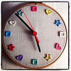 Tutorial para hacer un reloj con un bastidor y unos botones de forma muy sencilla