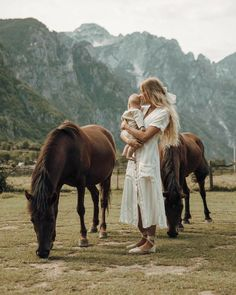 Ended up in the most beautiful alpine town on our roadtrip through Albania. and we found some friends! Cute Family, Family Goals, Baby Family, Future Farms, Country Lifestyle, Foto Pose, Ohana, Mothers Love, Mommy And Me