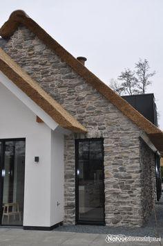 Cascata Steenstrips PP06. Zeer exclusief in combinatie met een rieten dak.