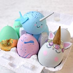 Decorate your Easter Eggs like a Narwhal or a Unicorn. Find out how to decorate your eggs in 6 different ways. Get crafty this Easter Holidays. Easter Crafts, Fun Crafts, Easter Projects, Happy Easter, Easter Bunny, Unicorn Egg, Unicorn Party, Disneyland, Easter Egg Designs