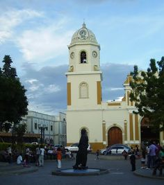 Plaza Bolivar e iglesia de Santa Rosa de Lima, Barquisimeto