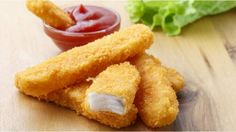 This homemade fish finger recipe is delicious, healthy and cheap. Homemade Fish Fingers, Homemade Potato Wedges, Fish Recipes, Chicken Recipes, Fish Nuggets, Gross Food, Biscuit Recipe, Finger Foods, Food And Drink