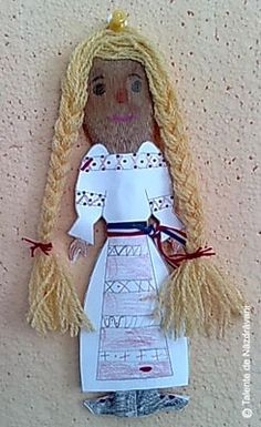 1 Decembrie, Romania, Puppets, Montessori, Paper Crafts, Traditional, Dolls, Christmas Ornaments, Holiday Decor