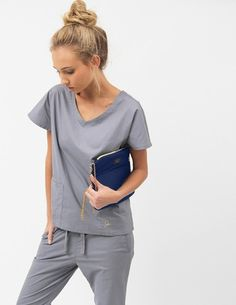 The Medical Clutch - Estate Blue Jaanuu scrubs $35                                                                                                                                                                                 Más