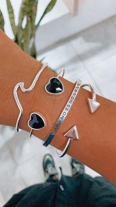 Hermosas pulseras de acero blanco, semi esclavas✨💕 Steel, White People, Bangle Bracelets