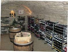 Construire sa cave à vin Build a vaulted wine cellar under your house: from the choice of materials to the construction stages, all the explanations. Vin Palette, Caves, Underground Cellar, Wine Cellar Basement, Home Wine Cellars, Bar A Vin, Wine Cellar Design, In Vino Veritas, Wine Racks
