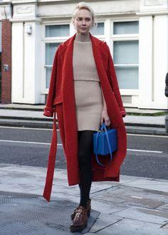 Женское длинное пальто (130 фото): с чем носить пальто в пол, обувь и перчатки под пальто, модные образы 2016, с кедами, с поясом