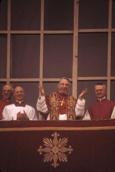 John Paul I - reigned for only 33 days    The new Pope celebrates mass in front of St. Peter's.